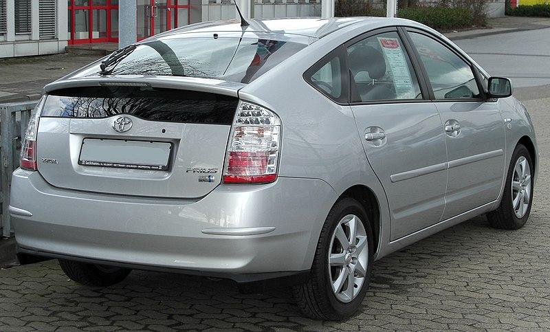2021 - [Citroën] C4 III [C41] - Page 38 800px-Toyota_Prius_II_rear_20100327