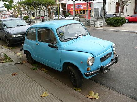 Trenque Lauquen - fitito (Fiat 600) celeste estacionado.JPG