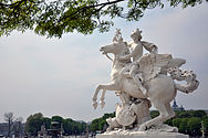 Tuileries Mercure 120409 3.jpg