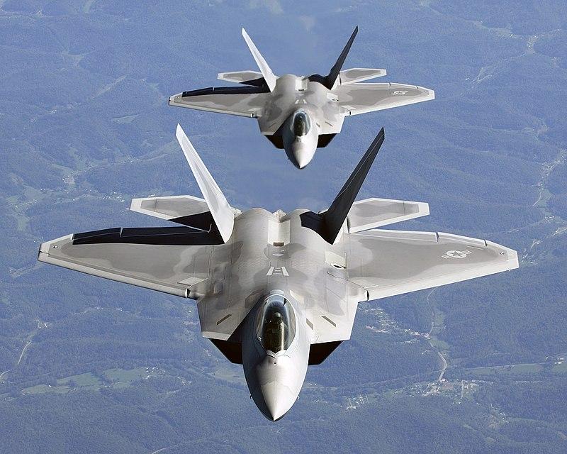 800px-Two_F-22A_Raptor_in_column_flight_