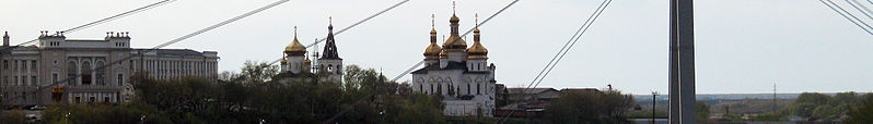 File:Tyumen (Russia) banner Buildings with onion domes behind bridge stays.jpg
