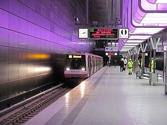 HafenCity Universität (Hamburg U-Bahn station) - Image: U Bahnhof Hafen City Universität Bahnsteig mit U Bahn