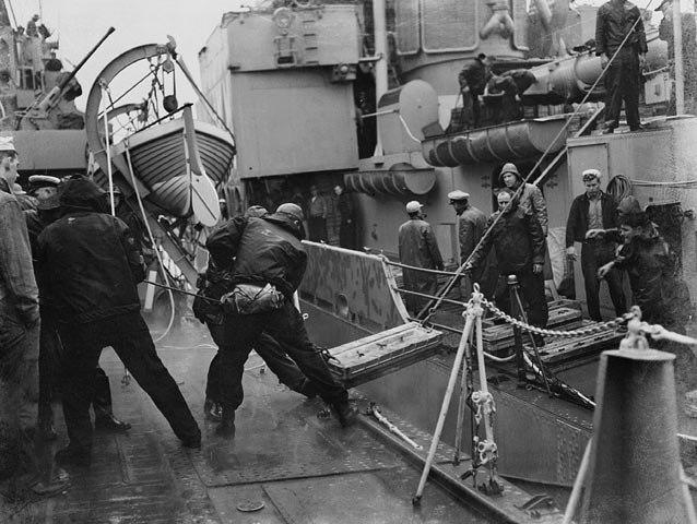USS BUCK ammo transfer to HMCS HAIDA off Korea