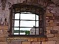 Utsikt genom galler på Vaxholms kastell.jpg
