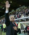 Vahid Halilhodžić saluant les supporters lillois.jpg