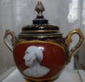 Vase de pharmacie XIXe Esculape Paris 8408.png
