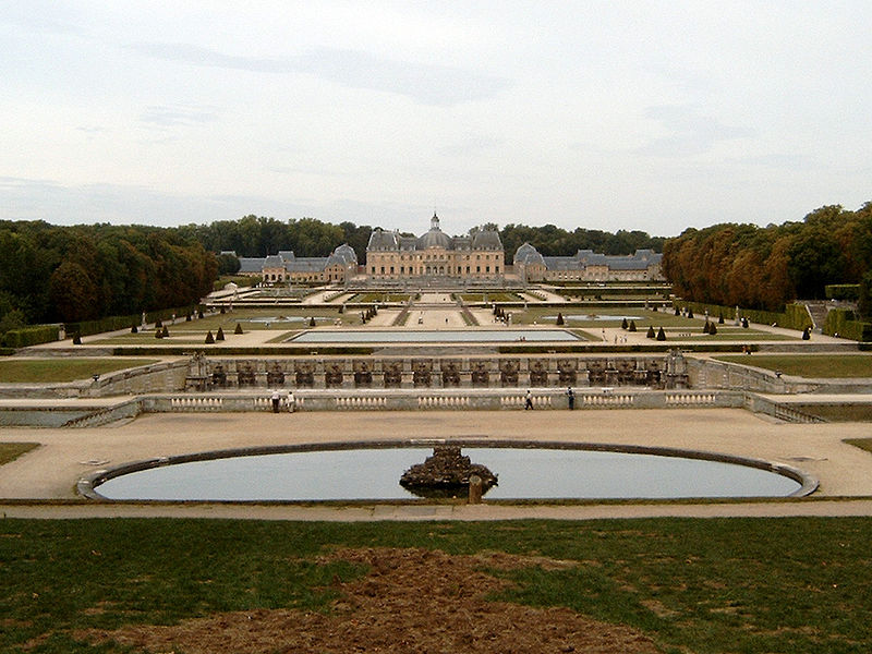 http://upload.wikimedia.org/wikipedia/commons/thumb/2/25/Vaux-le-Vicomte_Panorama.jpg/800px-Vaux-le-Vicomte_Panorama.jpg