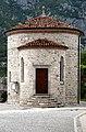 Venzone Romanische Friedhofskapelle hl. Michael 23062007 01.jpg
