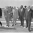 Vice-President van Suriname J Pengel in ons land De heer J de Quay ter begroe, Bestanddeelnr 915-2426.jpg