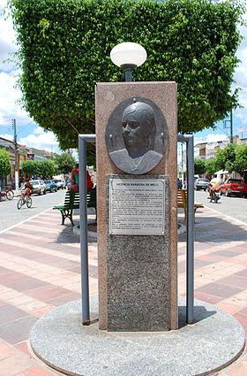 Busto de Vicência Barbosa de Melona Praça Urbano Ramos