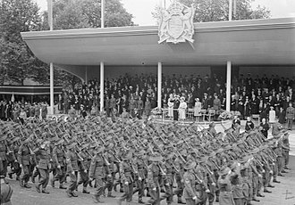 Dais - Elizabeth II standing on a dais while reviewing a parade in 1946