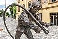 Villach Hanns Gasser Platz Bronzeskulptur Feuerwehrmann 26062018 3682.jpg