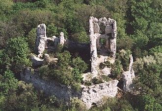 Vértes Hills - Image: Vitányvár légifotó
