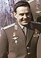 Vladimir Komarov foto grupal grupo de cosmonautas (cropped)2.jpg