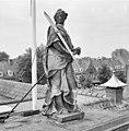Voorgevel, overzicht ingangspartij met beeld van Vrouwe Justitia - Wageningen - 20348355 - RCE.jpg