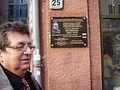Vorsitzender-vor-gedenktafel-01032011.jpg