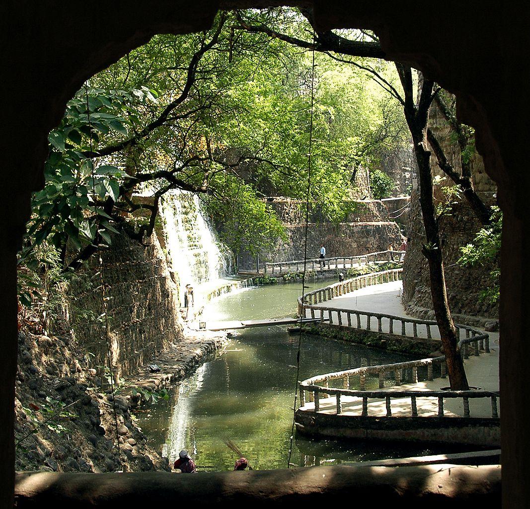 File:Waterfall At Rock Garden , Chandigarh.jpg