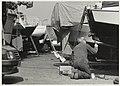 Werken aan een schip bij Jachthaven A. Peetoom, Penningsveer 4 A, NL-HlmNHA 54032165.JPG