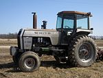 White Field Boss 2-135 tractor, side view.jpg