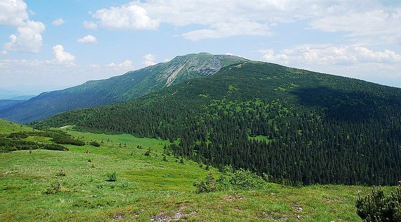 La mont Babia Gora près duquel se trouve le parc ethnographique. Photo de PPawel.