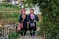 Wietnam, Sapa, Strój ludowy Hmong dwóch kobiet.jpg