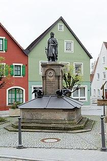Wolframs-Eschenbach, Wolfram-von-Eschenbach-Platz, Brunnen, 002.jpg