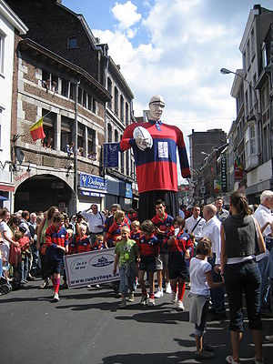 Rugby union in Belgium - Belgian rugby goes to the carnival: the Giant Xhovémont in the streets of Outremeuse in Liège, 15 August 2008