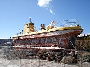 Yellow submarine puerto de mogan.jpg