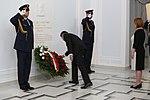 Złożenie kwiatów przez marszałka Sejmu Marka Kuchcińskiego i wicemarszałek Beatę Mazurek pod tablicą śp. prezydenta Lecha Kaczyńskiego (1).jpg