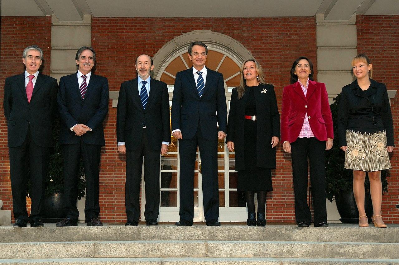File zapatero junto con los nuevos ministros del gobierno for Ministros del gobierno