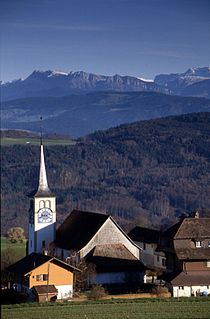 Zimmerwald Stimmungsbild mit Kirche.jpg