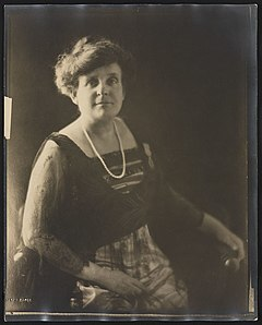 (Frances Benjamin Johnston, photographer, posed wearing a pearl necklace and her French medal, Palme académique) (LOC) (19346506764).jpg