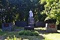 Братська могила радянських воїнів та пам'ятник воїнам-землякам у селі Штепівка.jpg