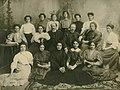 Василий Сченснович с выпускницами фельдшерско-акушерской школы. 1908 год.jpg