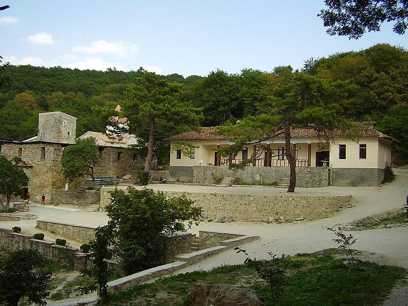 Комплекс монастиря Сурб-Хач, Старий Крим (2008 рік). Автор фото — Константинъ (ліцензія CC-BY-SA-4.0)