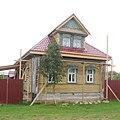 Надпись на фронтоне мезонина - 1913 года плотник ..... (настоящее чувство вкуса - это когда забор цвета крыши).jpg