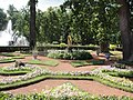 Сад перед монплезиром (любимым дворцом Петра I).jpg