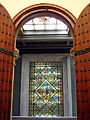056 Ajuntament de Terrassa, el vitrall de l'escala des de la sala de plens.JPG