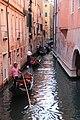 0 Venise, gondoliers sur le Rio di San Salavador (2).JPG