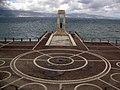 148 Hemicicle de l'Arena dello Stretto i monument a Atena.jpg