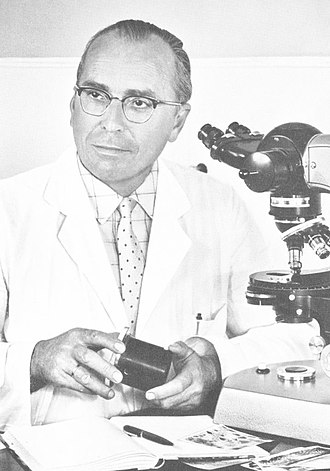 Cell division - Kurt Michel with his phase-contrast microscope