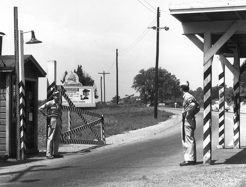 1946-Solway-Gate-MPs-on-duty-Oak-Ridge