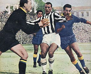 1957–58 Serie A - AC Verona v Juventus FC - John Charles.jpg 7b81d5364a664