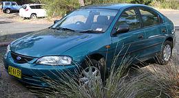 Una Ford KL Laser Liata Cinque Porte Hatchback Prodotta Dal 1996 Al 1997