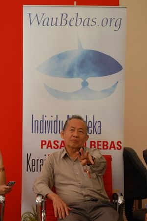 Khoo Kay Kim - Khoo Kay Kim speaking at a small public discussion in February 2009