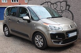 2010 Citroen C3 Picasso VTR Plus HDi 1.6 Front.jpg