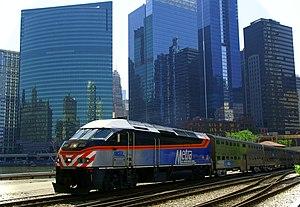 English: Metra train number 2707 on the Milwau...