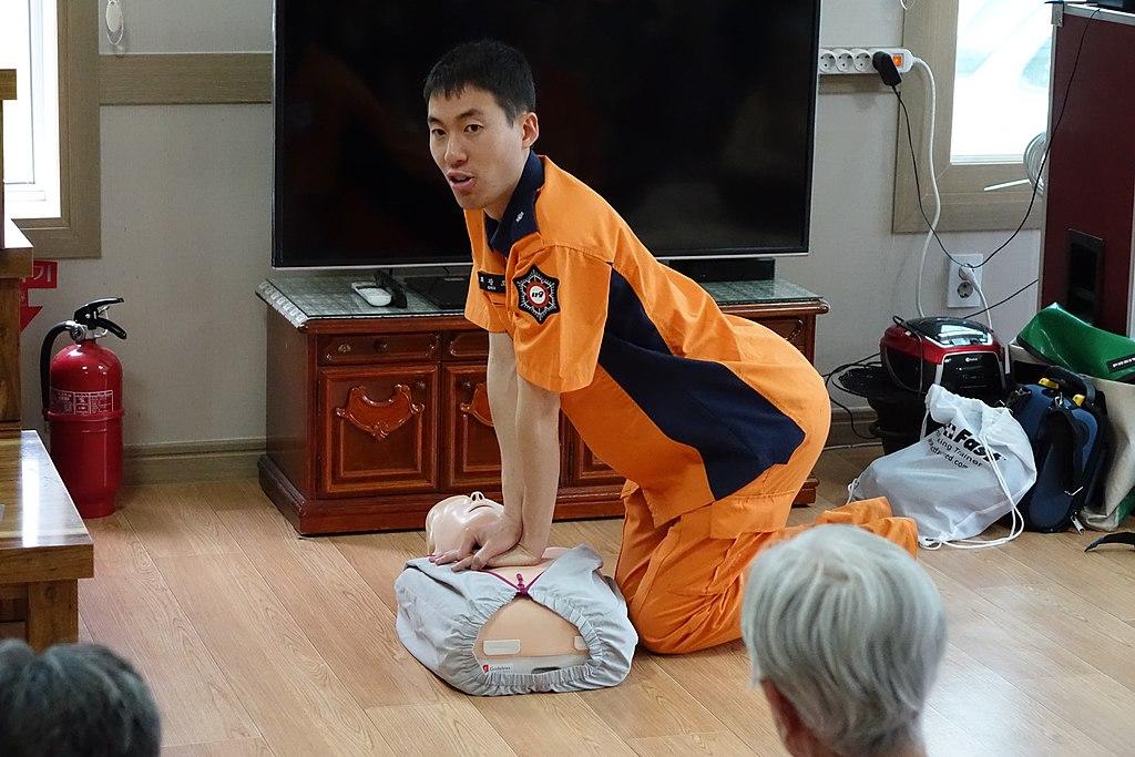 2016년 5월 24일 강릉시 양지뜰노인요양원 소방안전교육 DSC00762