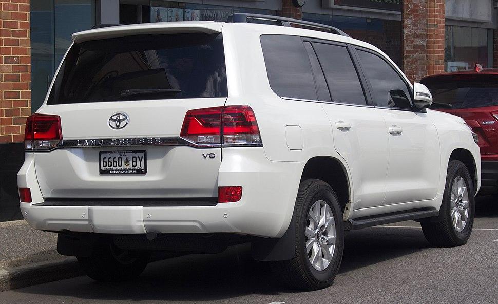Toyota Land Cruiser - Howling Pixel