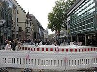 2017-10-07, Kanal- und Gleiserneuerung auf der Freiburger Kaiser-Joseph-Straße erledigt, bis auf das Nordende.jpg